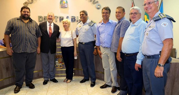 Trabiju concede titulo de cidadania ao secretário José Renato Nalini