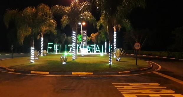 Trabiju recebe decoração e iluminação natalina